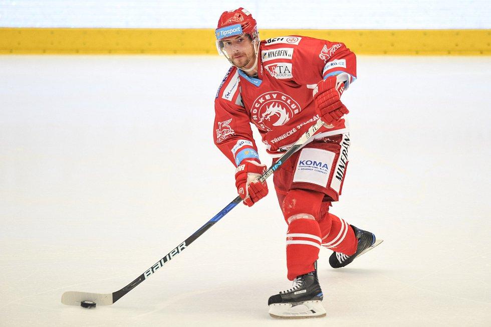 Utkání 2. kola hokejové extraligy: HC Oceláři Třinec - HC Plzeň (10. září 2017), Jakub Petružálek z Třince.