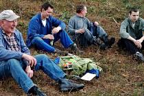 V Hrádku v sobotu zorganizovali brigádu v obecním lese.