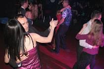 Hudební klub Stoun ve Frýdku-Místku oslavil sedmnácté narozeniny netradičně – klasickým plesem.