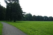 Tři pozemky nacházející se v areálu zámeckého parku už patří městu.