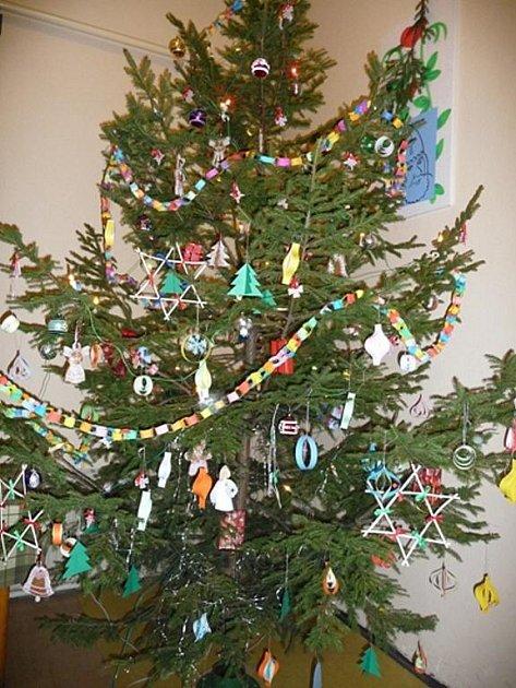 Vánoční stromeček v hostinci U Čendy.