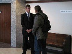 Okresní soud ve Frýdku-Místku vynesl ve středu 15. prosince rozsudek nad policistou Jiřím Bartákem, který loni 22. května na odstavném parkovišti ve Frýdlantu nad Ostravicí postřelil pětatřicetiletého Petra Marka, jenž ho předtím napadl.