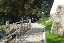 Krásu parku budou moci obyvatelé i návštěvníci města obdivovat v plné míře za dva až tři roky, kdy se plně rozrostou také půdopokryvné dřeviny.