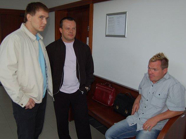 Skupina, která vydražila Werk Arénu. Vpravo sedí zástupce firmy Lopez Rostislav Škuta, uprostřed Zdeněk Bulawa.