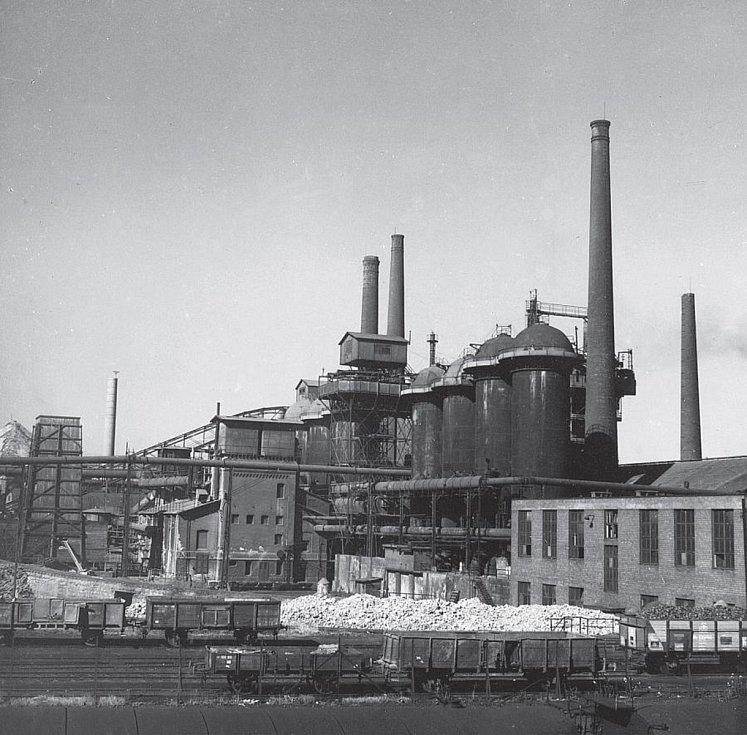 Vysoké pece I až II, snímek ze 14. července 1945.