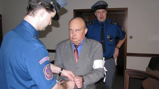 K incidentu ve Vratimově se Ivo Dostal rozhodl nevypovídat, podle svých slov ale nechtěl nikomu ublížit.