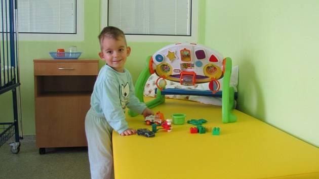 Děti ve frýdecko-místecké nemocnici si užívají nového vybavení.