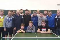 Účastníci letošního Mikulášského turnaje ve stolním tenise, který se odehrál ve sviadnovské tělocvičně.
