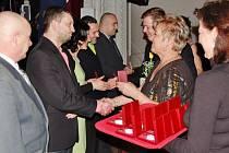 Ocenění dárců krve v místeckém Národním domě.