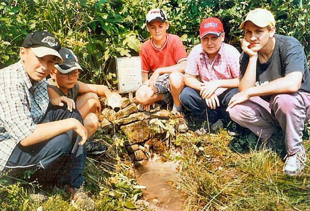 Členové Turistického oddílu Modré šípy se o studánku Jaštěrka v Palkovicích (na snímku) starají už dlouho.