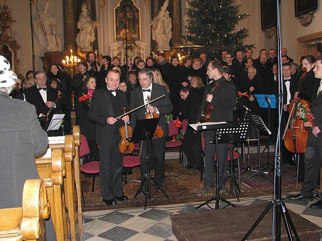 Mimořádným úspěchem skončil sobotní absolventský koncert v kostele svatého Jana a Pavla v Místku.