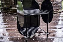 Uspěl i víceúčelový stolek, který je dílem designéra a příležitostně i interiérového architekta Dominika Uhlíře.