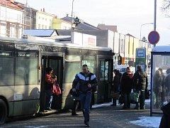 Linka číslo 6 už nezajíždí k poliklinice v Místku, ale cestující mohou nastoupit na zastávce Ostravská (na snímku).