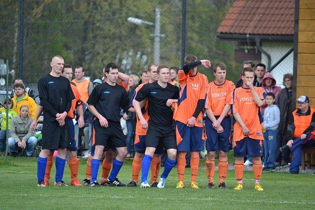 Derby mezi domácí Lučinou a hosty zDobré skončilo nakonec výhrou doberských fotbalistů 2:3.