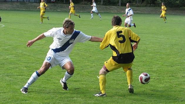 Třetiligoví fotbalisté Frýdku-Místku nastoupili v úterý 8. července ke svému druhému přípravnému střetnutí. Na fotbalovém hřišti v Kozmicích je přivítal ještě loni druholigový Hlučín.