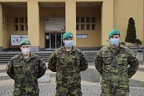 Vojáci v třinecké nemocnici.