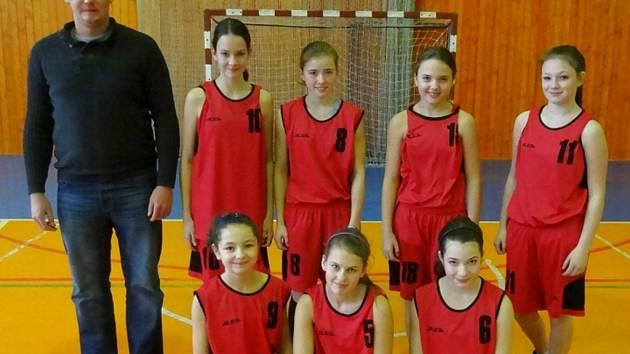 Basketbalistky Frýdku-Místku (tým U13).