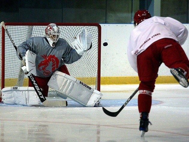 Hokejisté Třince trénovali na ledě.
