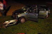 Hasiči a záchranáři zasahovali v úterních večerních a nočních hodinách u dopravní nehody dvou osobních automobilů ve Vojkovicích. Při nehodě bylo šest osob zraněno.