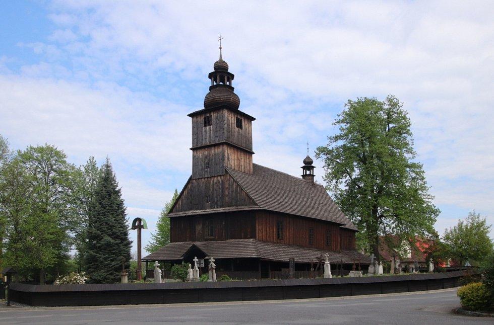 Dřevěný kostel Všech svatých v Sedlištích.