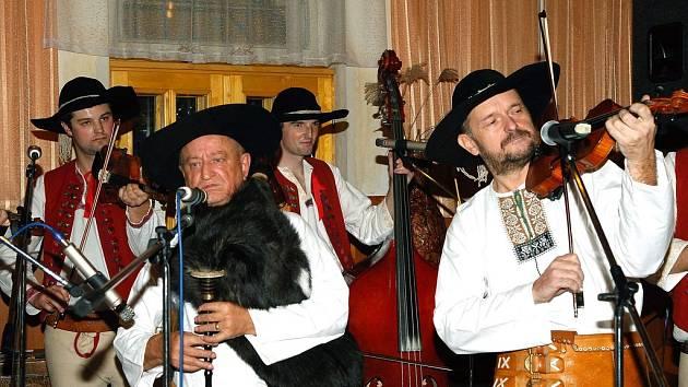 Desátý ročník Gajdy festu zahájila muzika Vladka Zogaty z Třince.