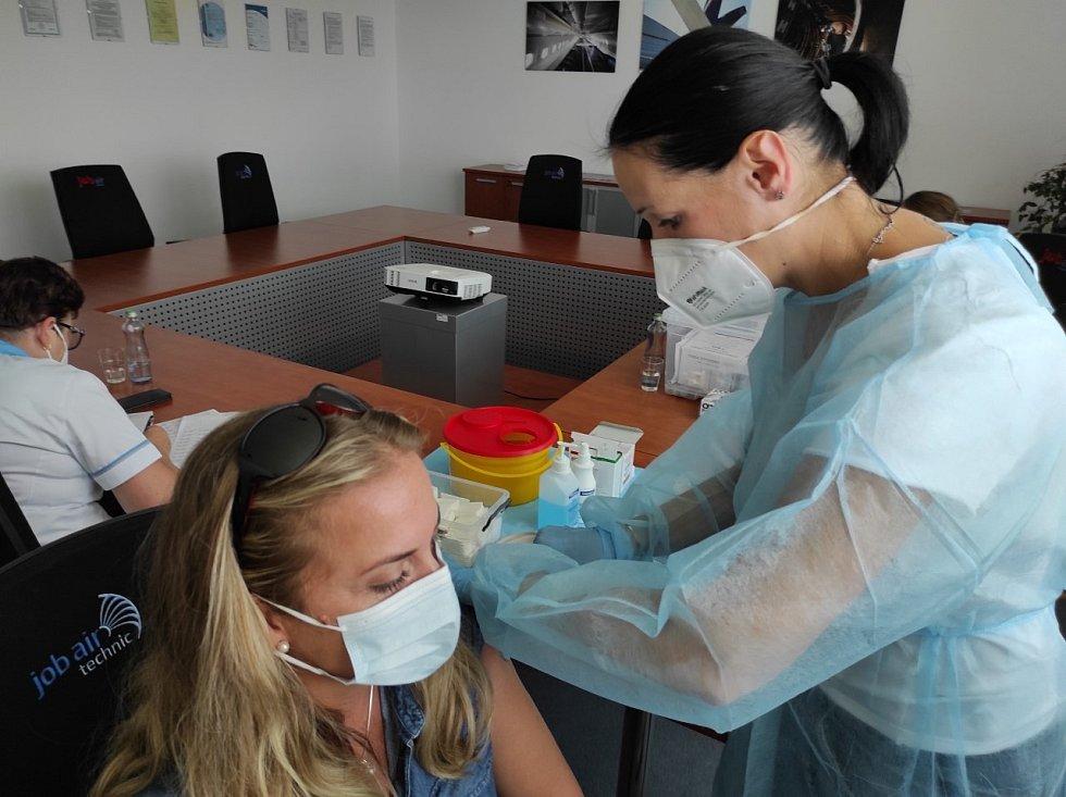 Frýdeckomístecká nemocnice očkuje jednotlivce i ve firmách.