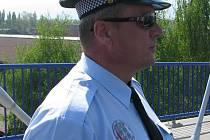 Ředitel Městské policie v Třinci Josef Kužma (na snímku) potvrdil, že se nyní nejvíce zaměřují na mladistvé, kteří v hospodách holdují alkoholu.