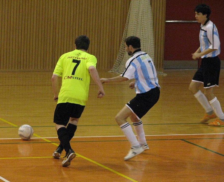 Utkání 17. kola druholigové soutěže futsalistů mezi domácím Frýdkem-Místkem a hosty z Chotěboře skončilo nakonec po tuhém boji nerozhodně 4:4.