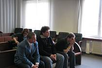 Zkorumpovaní policisté u Okresního soudu ve Frýdku-Místku.