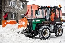 Sníh komplikuje dopravu na mnoha místech v kraji, 8. února 2021 na Frýdecko-Místecku.