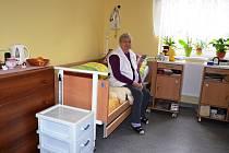 V domově Nýdek byly při roční rekonstrukci vybudovány prostornější pokoje. Díky přístavbě najde v Nýdku domov dalších osm klientů, celkem je nyní k dispozici 52 míst.