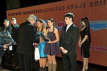 Zuzana Juřenová, Hanka Magerová, přebírají ocenění za Žlutý Kvítek