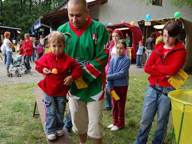 Palkovičtí hokejisté připravily místním dětem k svátku den plný pestré zábavy.