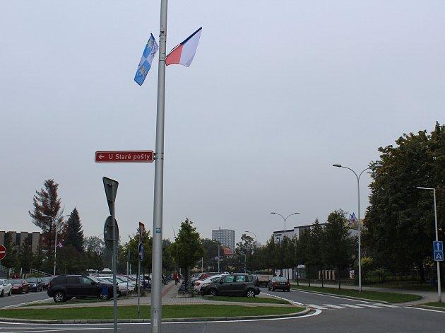 Vlajky v ulici 8. pěšího pluku v Místku.