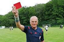 Rozhodčí Vlastimil Rapouch během své kariéry pískal spoustu fotbalových zápasů.