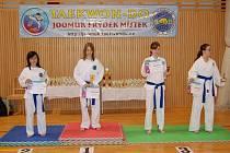 Petra Frölichová – nejlepší žačka turnaje - uprostřed.