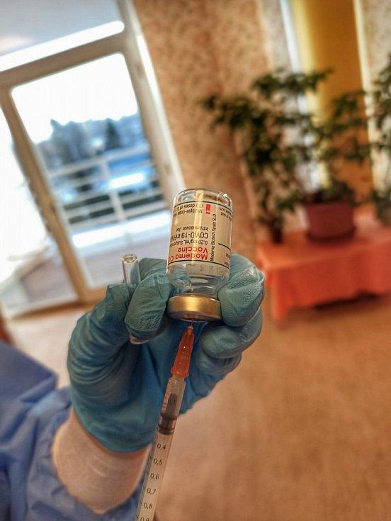 Mobilní očkovací tým v Centru sociálních služeb.