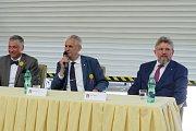 Prezident Miloš Zeman navštívil ve středu v poledne Třinecké železárny.