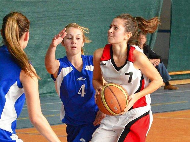 Juniorka Dominika Lukácsová (v bílém) předvedla proti Prostějovu a Kyjovu výborné výkony.