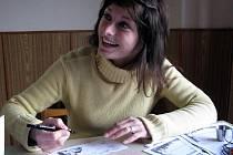 Lenka Hovorková při sobotní akci Jarní putování s Kondorem vypisovala ve Staré Vsi nad Ondřejnicí účastnické listy.
