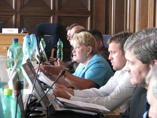 Zasedání zastupitelstva města Frýdku-Místku mělo v pondělí 26. července bouřlivý průběh. Důvodem byl protest některých obyvatel, kteří nesouhlasí se stále se zvyšující cenou tepla od městské společnosti Distep.