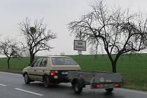 Pozemky v Horních Tošanovicích, s nimiž se už šest let počítá pro průmyslovou zónu. S projektem nesouhlasí desítky místních obyvatel a ekologové.
