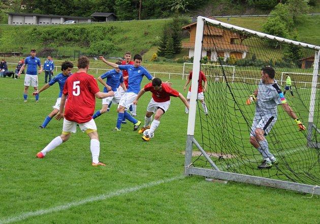 Fotbalisté 1.BFK Frýdlant nad Ostravicí vstoupili do letošního evropského šampionátu amatérských týmů těsnou výhrou nad favorizovanými Italy 2:1.