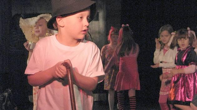 Žáci 4. ZŠ z Frýdku-Místku se předvedli veřejnosti na školní akademii v kine Petra Bezruče