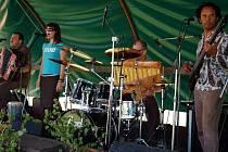 Loňský ročník Hnojnického country odpoledne odstartoval koncert slovenské skupiny Karpatské horké, která lidem nabídla lidové písně v moderní rockové úpravě.