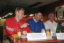 Marek Grabovský (vlevo), Pavel Kmínek a Ivo Kaňák na tiskové konferenci v Ostravě.
