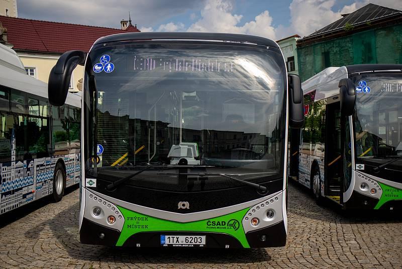 Ilustrační foto z představení nových nízkoemisních autobusů SOR NSG 12m s pohonem na CNG ve Frýdku-Místku, červenec 2020.