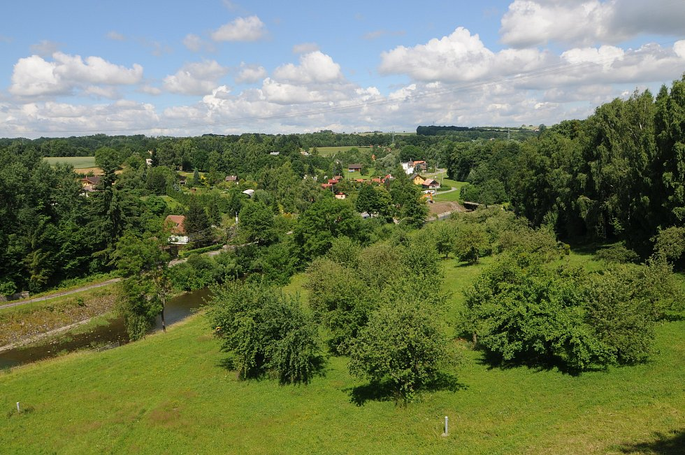 Pohled z hráze Žermanické přehrady.