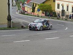 Valašská rally přichystala lidem z Hukvald a okolí zajímavou podívanou.