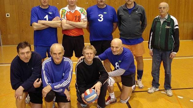 Volejbalisté Třince skončili ve 2. kole republikového šampionátu na druhém místě.